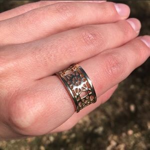 ✨Kendra Scott gold band ring